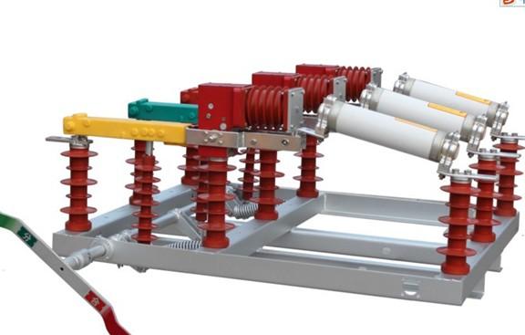 FZW32-40.5户外交流高压隔离真空负荷开关适用于额定电压35KV三相交流50HZ的供电网络中;主要用于开断负荷电流、变压器空载电流、电缆充电电流以及关合负载电流;具有分断、隔离、连结、切换等功能;与熔断器配合使用,可替代断路器作为变压器的保护组件,适用于无人值守变电所。产品底架采用不锈钢材料或热镀锌外加防紫外线保护的碳钢,确保了机体在户外环境下的正常运行,零部件采用不锈钢材料,保证了负荷开关的耐用性、稳定性和防水、防盐雾等功能。 FZW32-12电熔组合型真空隔离负荷开关 FZW32-12/630