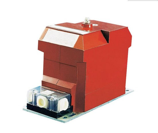 JDZX10-10电压互感器为全封闭,外铁芯结构,绕组为环氧树脂全真空浇注全绝缘结构铁芯采用优质硅钢片叠装而成互感器绝缘靠环氧树脂产品体积小、重量轻,安装仅占有限空间所有绕组完全浇注在环氧树脂中,具有优良的绝缘性能,耐冲击和机械压力,并可以保护绕组不受潮一次绕组引出线端子的标志为 A,X ;二次绕组引出线端子的标志为 a。x ,均在浇注体上清晰标注在夹件上的接地标志旁有接地螺栓供接地用,下部支架供安装用。整体结构紧凑,使用方便。 电压互感器本身的阻抗很小,一旦副边发生短路,电流将急剧增长而烧毁线圈。为此