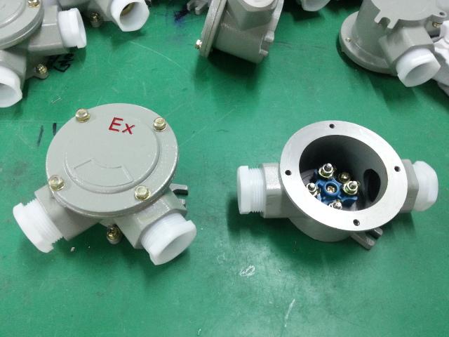 防爆接线盒(接线箱)能满足化学石化以及海上工业等的防腐要求