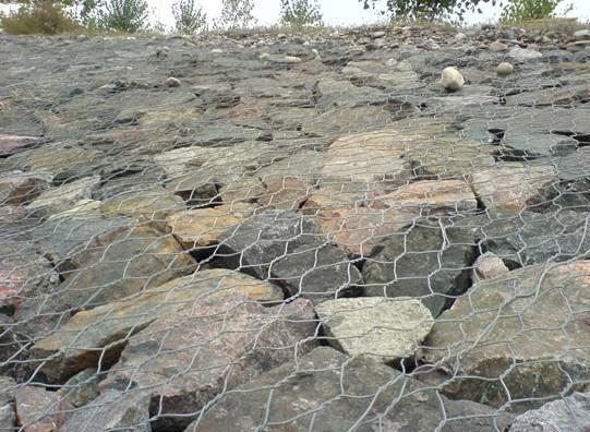 铁丝网用于石笼网编织材料